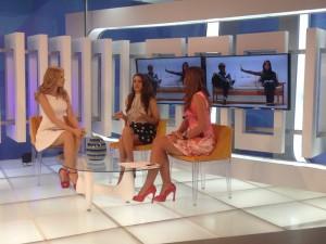 Con las chicas de Vitrina Televen Laura Aiello