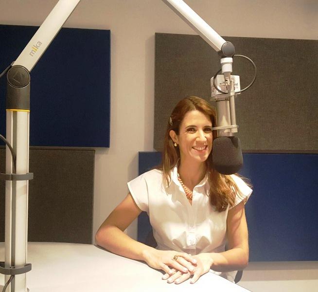 Laura Aiello en la radio hablando de Divorcio V2