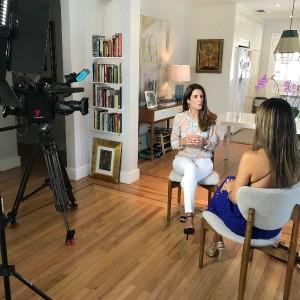 Laura Aiello en reportaje Al Rojo Vivo Telemundo