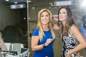 Maria Marian y Laura maquillandose